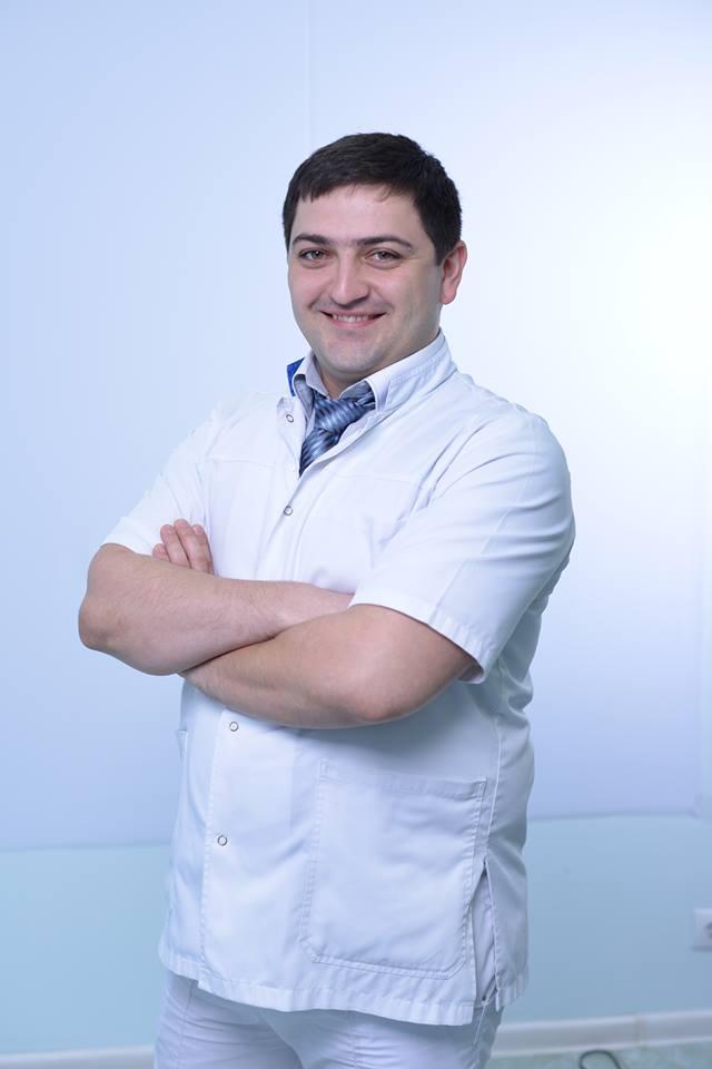 Врач-стоматолог-хирург